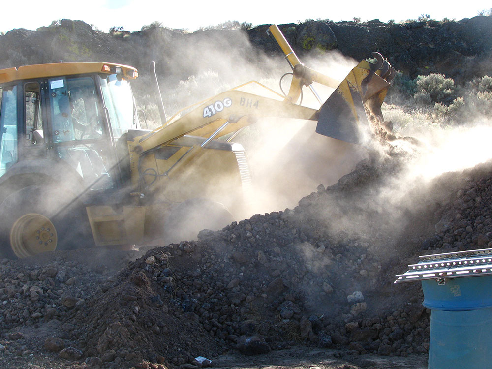 Moving muck from mine pit to screens